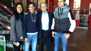 IES STUDENTS MEET WITH NOBEL PRIZE WINNER